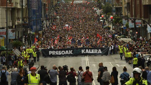 Protesti u Bilbau sa Baskijskim zastavama 21. aprila 2018 - Sputnik Srbija