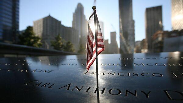 Споменик настрадалима у нападу на Светски трговински центар у Њујуроку 11. септембра 2001. године. - Sputnik Србија