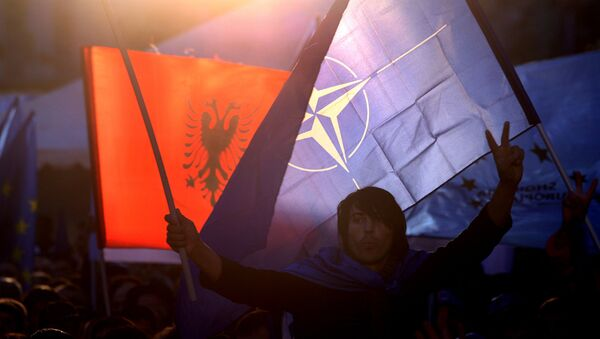 Заставе Албаније и НАТО-а - Sputnik Србија