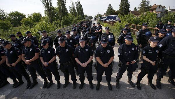 Полиција у Јарку, на улазу у Хртковце - Sputnik Србија