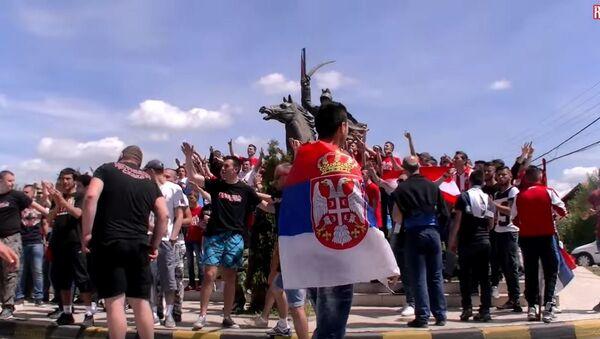 Navijači Crvene Zvezde pred humanitarnu utakmicu u Gračanici u maju 2015 ZORIĆ - Sputnik Srbija