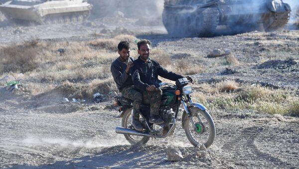 Vojnici u području izbegličkog kampa Jarmuk na jugu Damaska - Sputnik Srbija