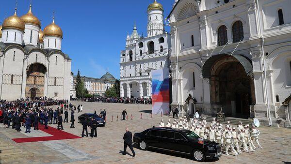 Председнички аутомобил Аурус на церемонији инаугурације Владимира Путина у Кремљу - Sputnik Србија