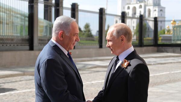 Predsednik Rusije Vladimir Putin i premijer Izraela Benjamin Netanijahu na parada povodom Dana pobede u Moskvi. - Sputnik Srbija