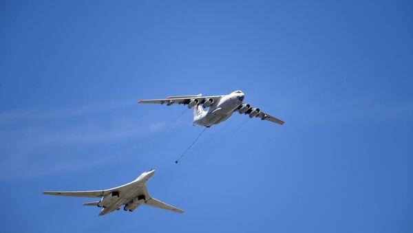 Il-78 i Tu-160 na nadleću Kremlj povodom Dana pobede u Moskvi. - Sputnik Srbija