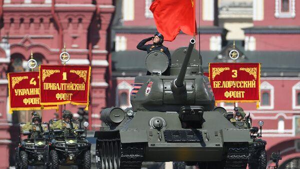 Tenk T-34-85 na paradi povodom Dana pobede u Moskvi. - Sputnik Srbija