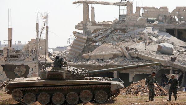 Pripadnici sirijskih vladinih snaga u blizini palestinskog kampa Jarmuk u predgrađu Damaska - Sputnik Srbija