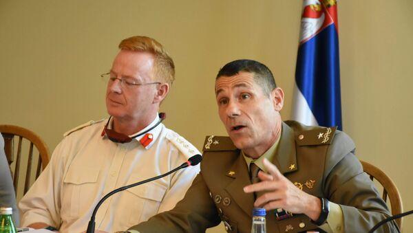 Сајмон Фицгибон, војни аташе Велике Британије и Ћезаре Маринели, шеф Канцеларије за везу НАТО-а у Србији - Sputnik Србија