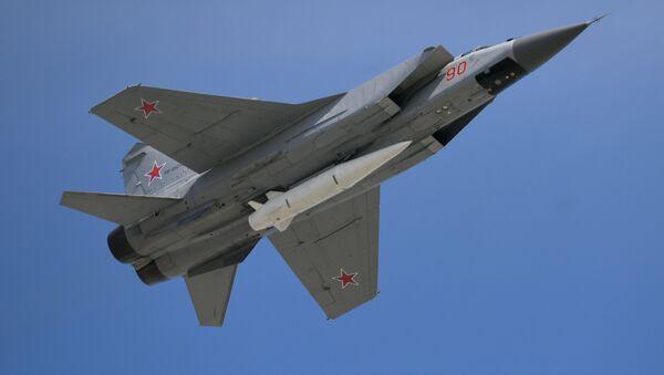 МиГ-31 са ракетом Кинџал на војној паради - Sputnik Србија