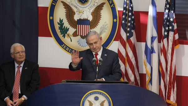 Izraelski premijer Benjamin Netanijahu obraća se zvanicama na otvaranju ambasade SAD u Jerusalimu - Sputnik Srbija