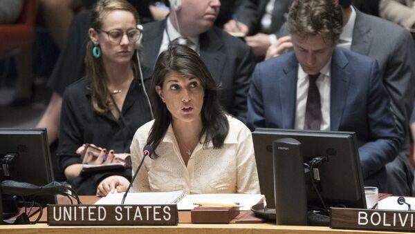 Stalni predstavnik SAD u UN Niki Hejli na zasedanju Saveta bezbednosti UN - Sputnik Srbija