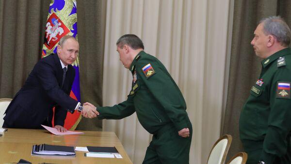 Predsednik Rusije Vladimir Putin tokom sastanka sa vojnim zvaničnicima - Sputnik Srbija