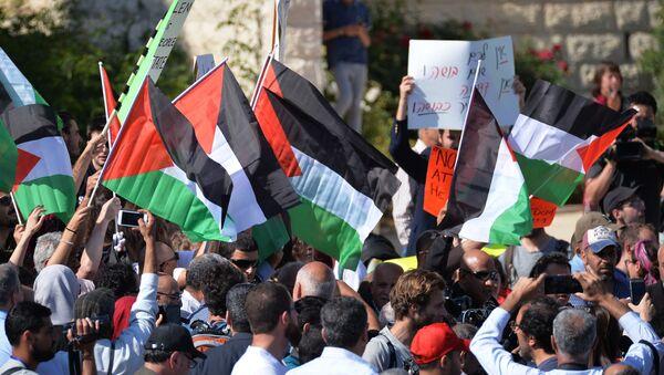 Učesnici akcije ispred ambasade SAD u Jerusalimu - Sputnik Srbija