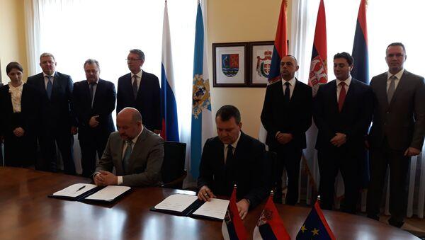 Потписивање споразума, губернатор Архангелске области Игор Орлов и председник Владе Војводине Игор Мировић - Sputnik Србија