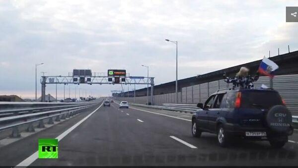 Prvi putnici prešli preko Krimskog mosta - Sputnik Srbija