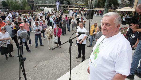 Profesor Miladin Ševarlić na protestu na Trgu Republike - Sputnik Srbija