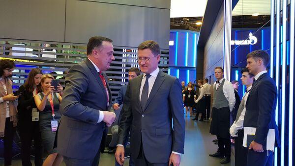 Aleksandar Antić i Aleksandar Novaka na forumu u Sankt Peterburgu - Sputnik Srbija
