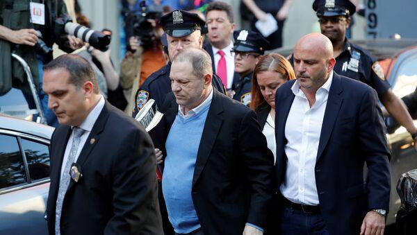 Харви Вајнстин се предаје полицији - Sputnik Србија
