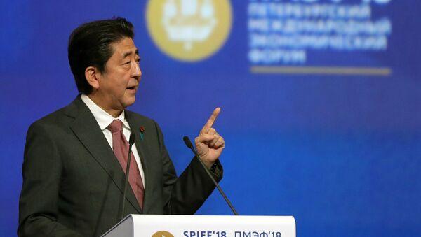 Premijer Japana Šinzo Abe na Međunarodnom santk-peterburškom forumu 2018 - Sputnik Srbija