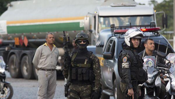 Vojska i policija na ulicama tokom štrajka kamiondžija u Brazilu. - Sputnik Srbija