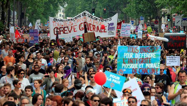Протест против Емануела Макрона, Париз - Sputnik Србија