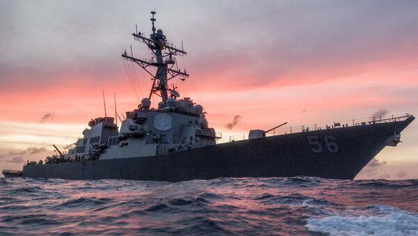 Američki vojni brod razarač Džon S. Mekejn u rutinskoj patroli na Južnom kineskom moru - Sputnik Srbija