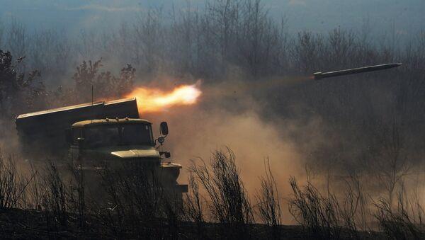 Борбено возило БМ-21 са вишецевним бацачем ракета Град - Sputnik Србија