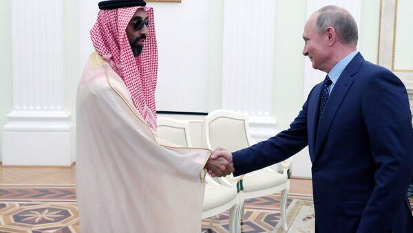 Predsednik Rusije Vladimir Putin s naslednim princom Abu Dabija Muhamedom el Nahajanom - Sputnik Srbija