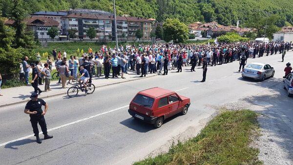 Малинари пријепољског и ужичког краја блокирали магистралу ка Црној Гори. - Sputnik Србија