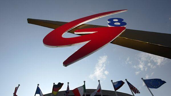 Заставе земаља-чланица и лого Г8 на самиту у Санкт Петербургу 2006. - Sputnik Србија