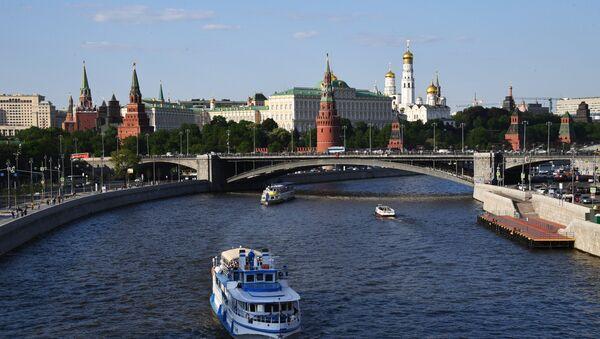 Туристички бродови на реци Москви у близини Кремља - Sputnik Србија