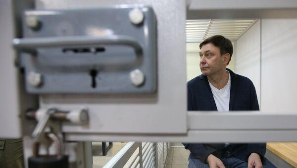 Уредник портала РИА Новости Украјина Кирил Вишински током суђења у Херсону - Sputnik Србија