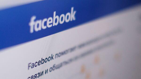 Stranica društvene mreže Fejsbuk na ekranu kompjutera - Sputnik Srbija