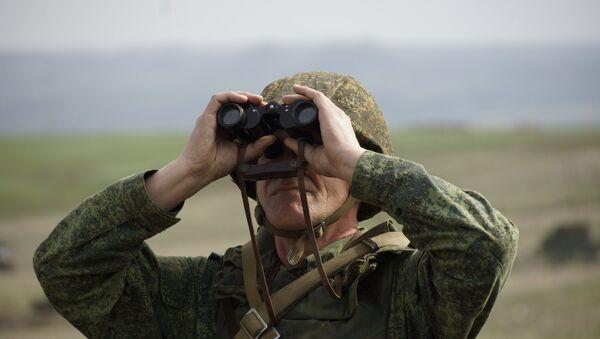 Vojnik tokom vežbi Narodne milicije LNR - Sputnik Srbija