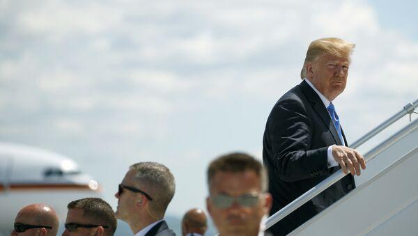 Američki predsednik Donald Tramp ukrcava se na let za Singapur, gde će se sastati sa liderom Severne Koreje Kim Džong Unom - Sputnik Srbija