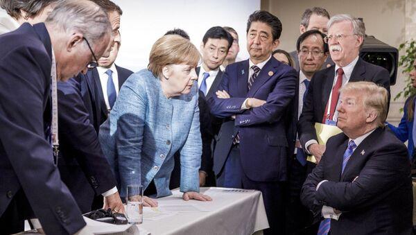Čuvena fotografija sa Samita G7 u Kanadi - Sputnik Srbija