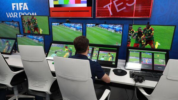 Kontrolna soba sistema za video-pomoć sudijama - VAR u Međunarodnom centru za emitovanje Svetskog prvenstva u fudbalu u Moskvi - Sputnik Srbija