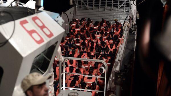 Брод Акваријус с мигрантима - Sputnik Србија