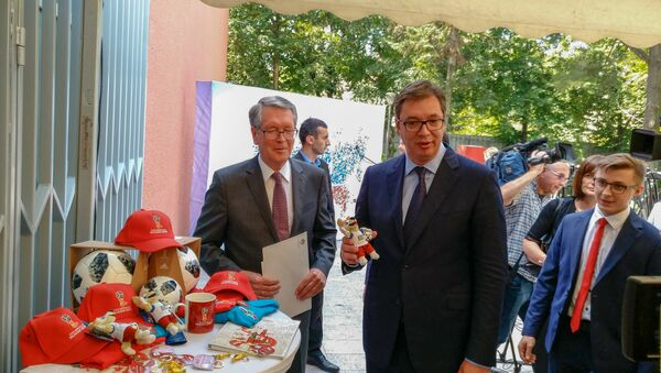 Александар Вучић и Александар Чепурин са маскотама Мундијала у Русији - Sputnik Србија