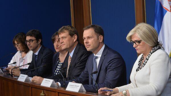 Šef misije MMF-a Džejms Rouf i ministar finansija Siniša Mali - Sputnik Srbija