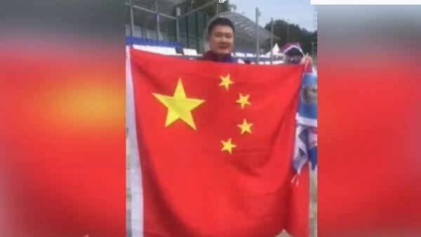 Кинески навијач пева Боже правде - Sputnik Србија