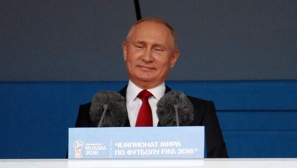 Председник Русије Владимир Путин на отварању Светског првенства у фудбалу 2018. на стадиону Лужњики у Москви - Sputnik Србија