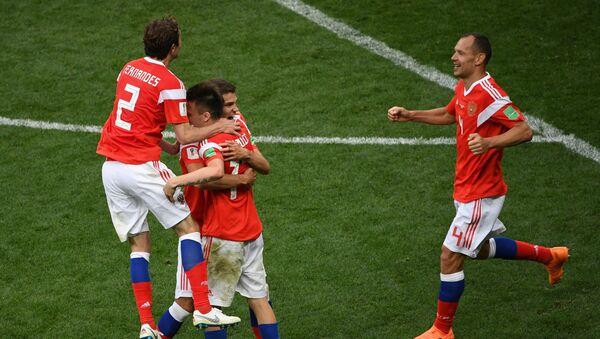 Славље руских репрезентативаца након убедљиве победе над Саудијском Арабијом - Sputnik Србија