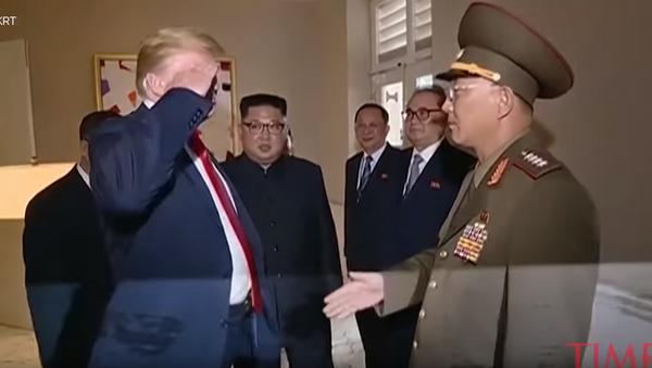 Доналд Трамп салутира севернокорејском генералу - Sputnik Србија
