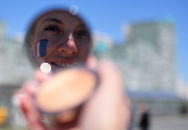 Навијачица Француске пред меч против Аустралије у Казању - Sputnik Србија