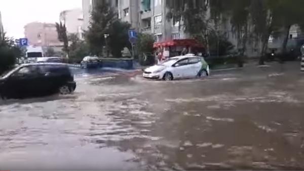 Киша потопила главне улице у Чачку - Sputnik Србија