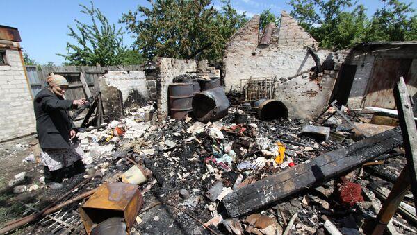 Posledice granatiranja kuće u Dokučajevsku u Donbasu - Sputnik Srbija