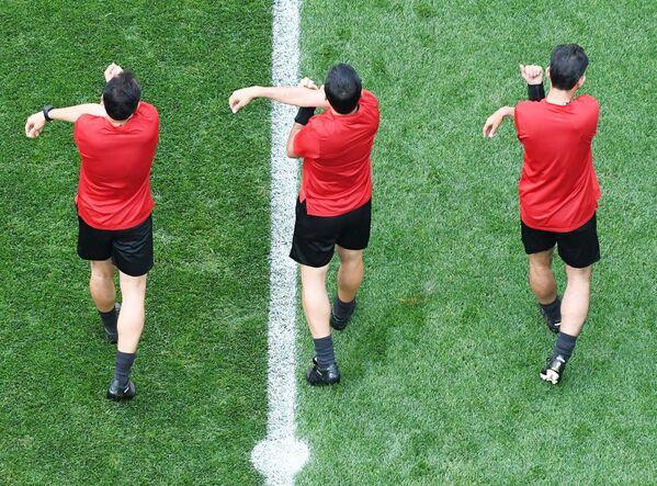 Судијска тројка се загрева пред меч Немачке и Мексика - Sputnik Србија