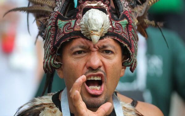 Навијач мексичке репрезентације пре почетка меча између репрезентација Немачке и Мексика. - Sputnik Србија