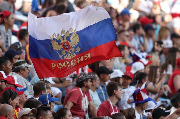 Руска застава као подршка Србији на мечу са Костариком - Sputnik Србија